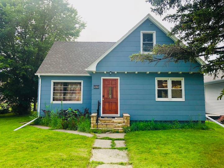 Cozy 4 bed 2 bath home with grill, garage & W/D