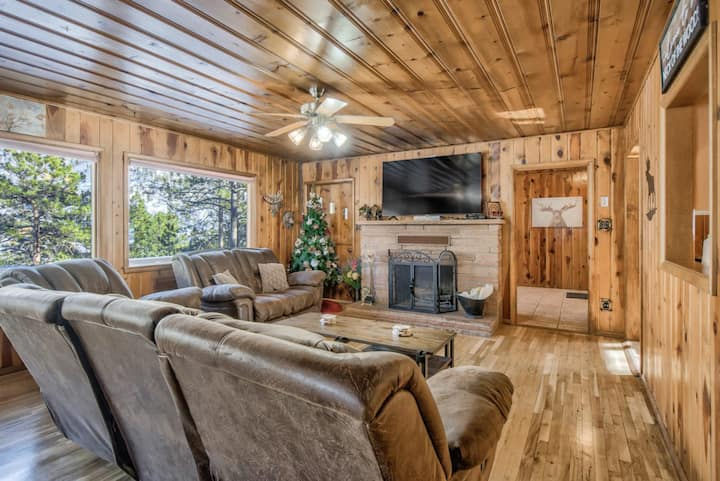 3BD☀Cabin Retreat☀Fireplace & Sauna☀ Foosball & Arcade