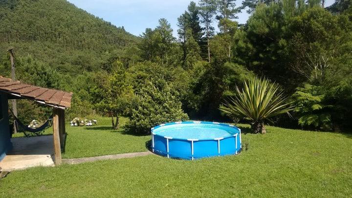 Casinha com tranquilidade, natureza e piscininha