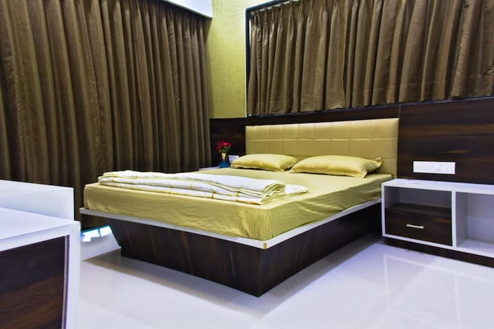 Suite Room in Riverside Twin Villa near Amgaon