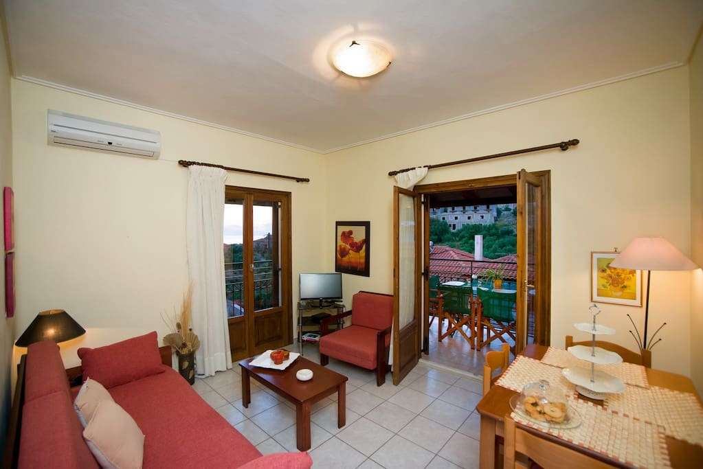 Comfortable living room with balcony and view towards the garden