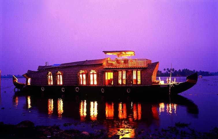 Isabella Houseboats -  Floating Home