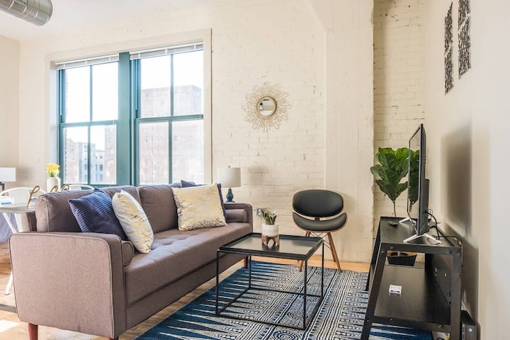 Cute + Cozy Loft | 2 Blocks to Convention Center