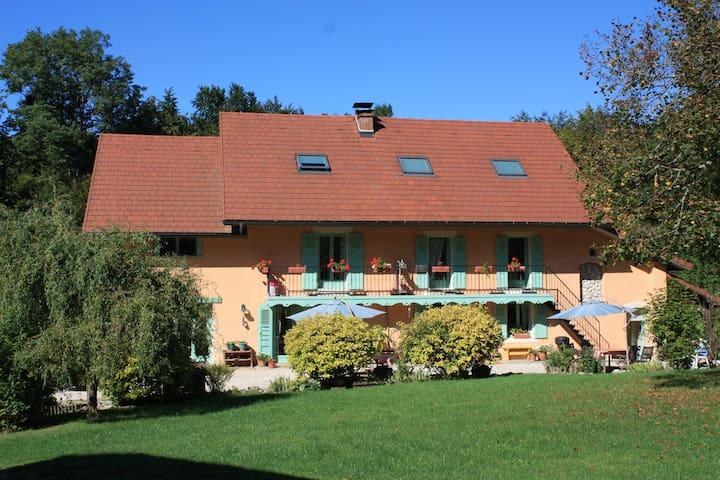 Belle Ancienne ferme , Aiguebelette - Lépin-le-Lac - House