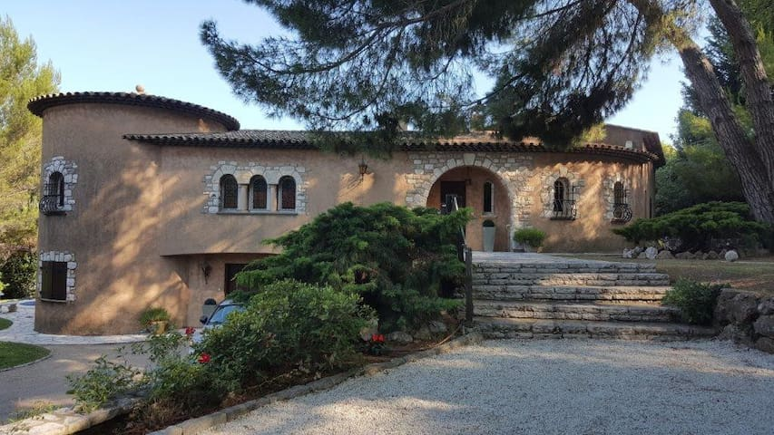 Magnificent Villa With Sea & Mountain Views - La Gaude - Villa