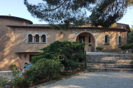 Magnificent Villa With Sea & Mountain Views - La Gaude