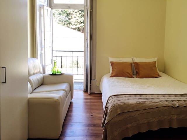 Cozy sunny rooms quiet neighborhood