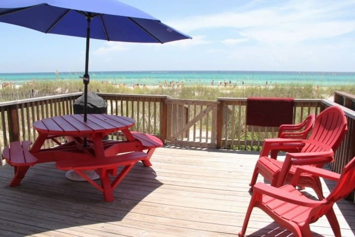 Beachfront! R&R's Beach Therapy 4 Bedroom, 4 bath. Sleeps 10