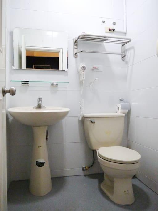 獨立浴室廁所
