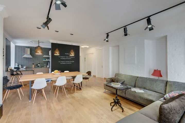 Loft style apartment in the heart of the city - Almaty - Flat