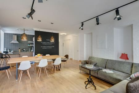 Loft style apartment in the heart of the city - Almaty - Wohnung