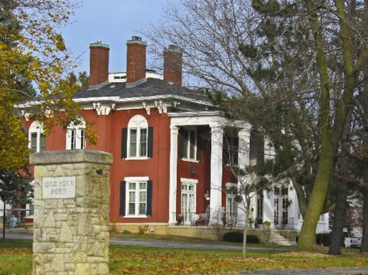 Ludlow Mansion Extended Stay Belles Suite
