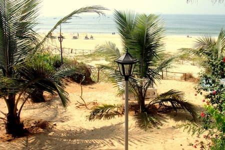 BEACH VILLA OVERLOOKING THE SEA! - Candolim