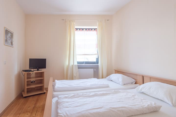 Room with 3 beds and bathroom WLAN - Heddesheim - Wikt i opierunek