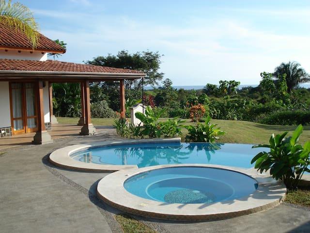 Villa Contenta Home and Pool - Esterillos Este - Ház