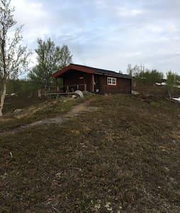 Rustikk tømmerhytte i Kvalsunddalen - Kvalsund