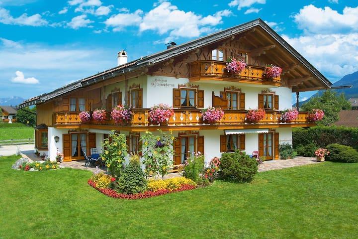 Ferienwohnung mit Blick auf die Berge - Krün - Wohnung