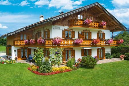 Ferienwohnung mit Blick auf die Berge - Apartment