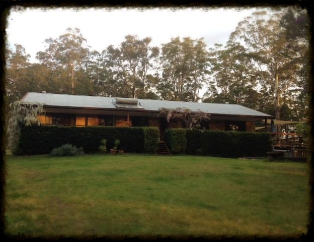 A home among the gum trees. - Nana Glen - Hus