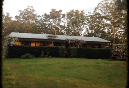 A home among the gum trees. - Nana Glen - Huis