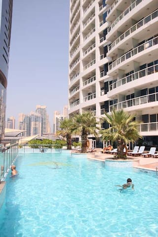 Spacious Studio by the pool - Dubai - Byt