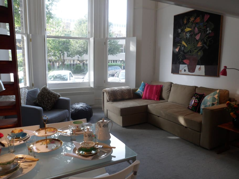 Gorgeous, Bright, Airy Space.. with great easy pull-out double bed...