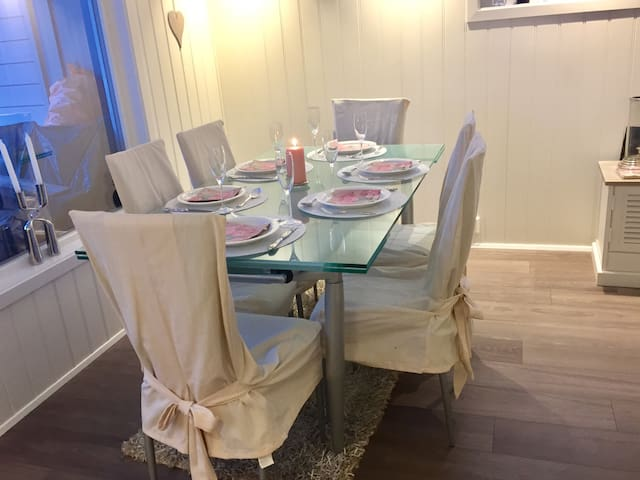 Nice house in quiet surroundings, 15 min from Oslo - Sandvika - Townhouse
