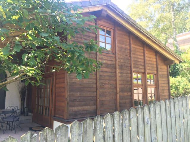 charmante & zentrale Atelierwohnung mit Garten - Tutzing - Selveierleilighet