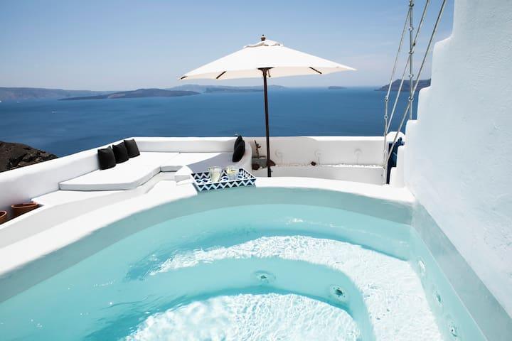 Oia's Secret, Santorini