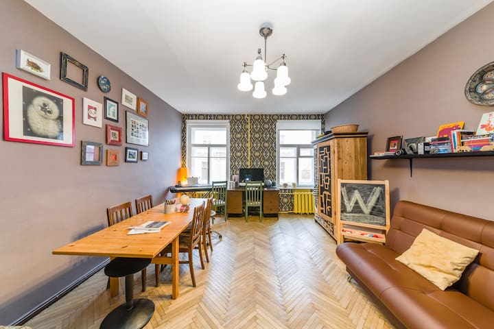 City center room in artistic flat
