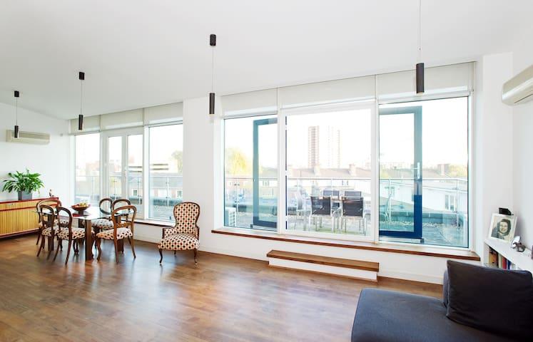 Penthouse room in London Bridge
