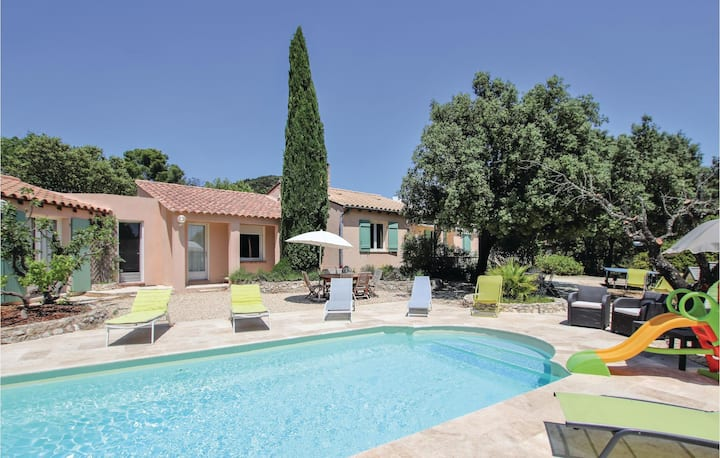 Stunning home in Puget sur Durance with WiFi and 3 Bedrooms