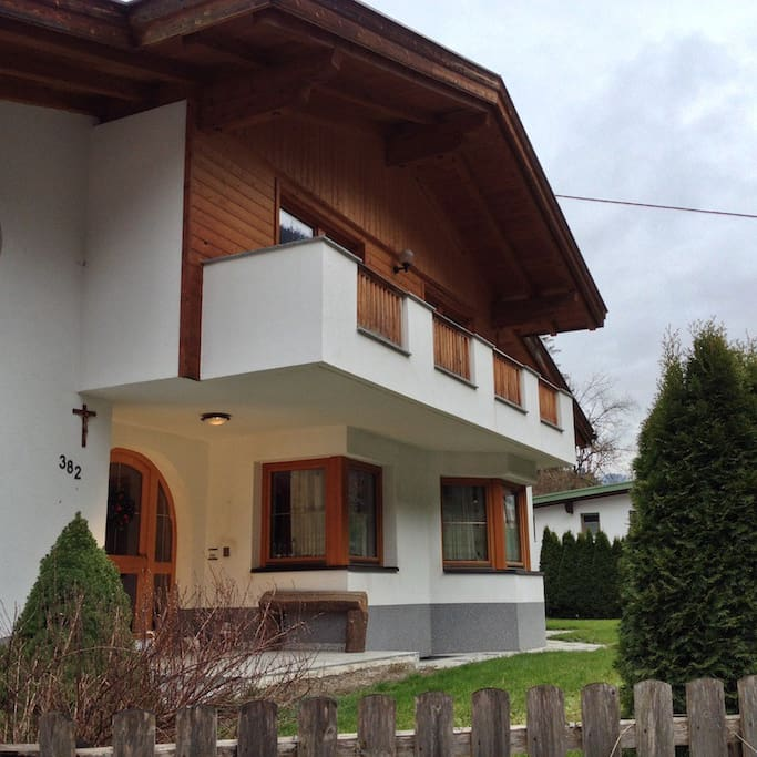 LAURA'S HOUSE IN A VILLA IN FLIEß