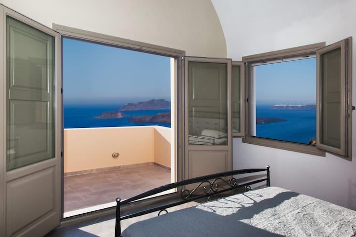 Santa Rinoula Privet Suites 1 Sea/Caldera views