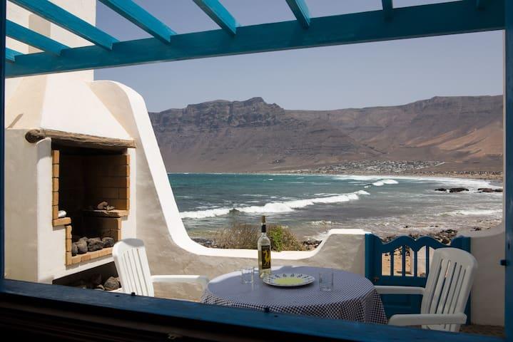 Casa de Famara - en la playa - La Caleta de Famara  - House