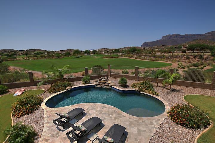 Gorgous Golf Course Home in Gold Canyon