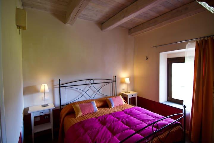 The B & B Spigo, Tuscany, Red Room - Aulla