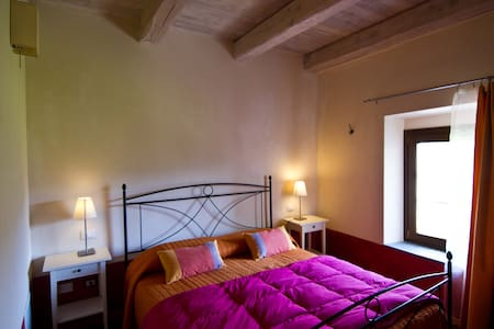 The B & B Spigo, Tuscany, Red Room - Aulla - Bed & Breakfast