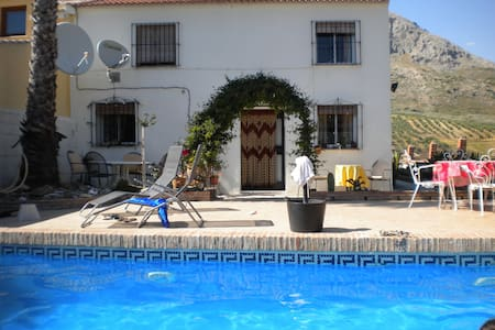 LARGE GROUNDFLOOR BEDROOM SUITE WITH PRIVACY - Antequera - Bed & Breakfast