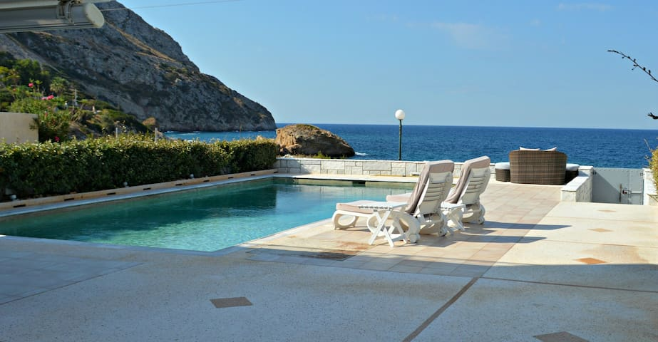VILLA KLEOPATRA- RIGHT ON THE BEACH - Anavissos
