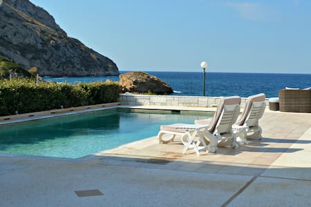 VILLA KLEOPATRA- RIGHT ON THE BEACH - Anavissos - Villa