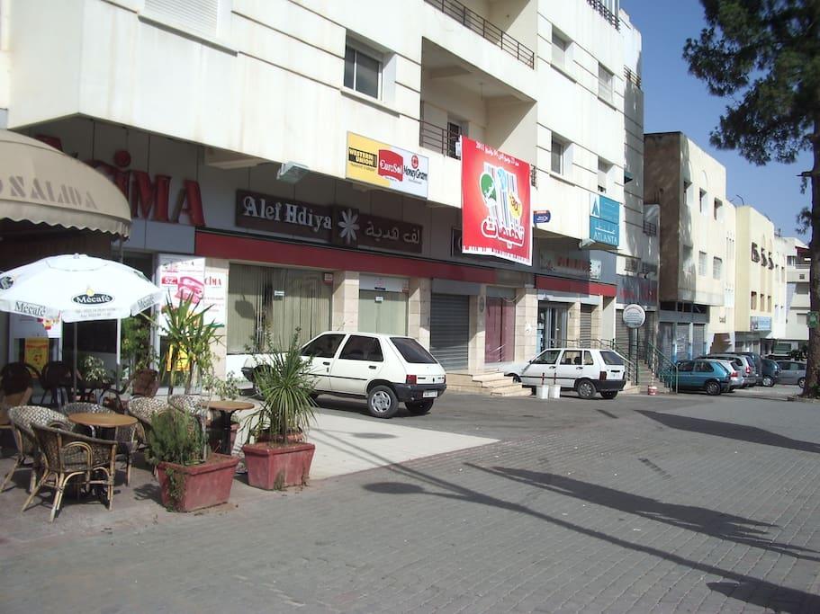 Market/Cafe/Taxi