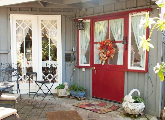 Private Cottage Retreat