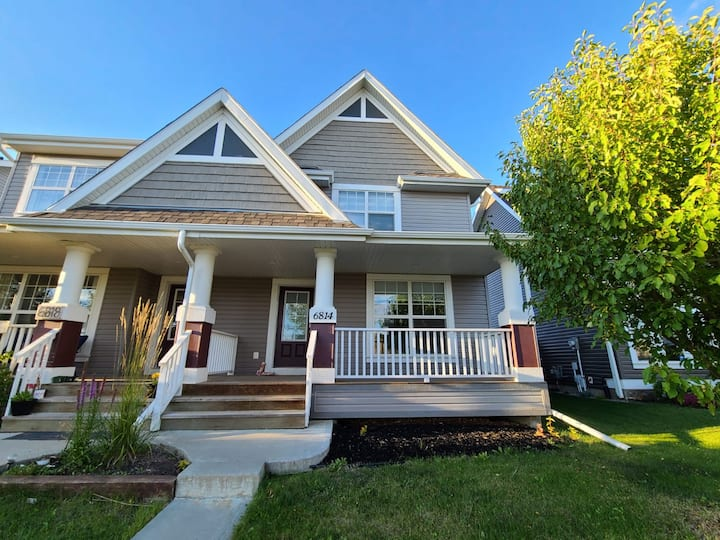 Beautiful 4-Bedroom Furnished Home in SouthCentral