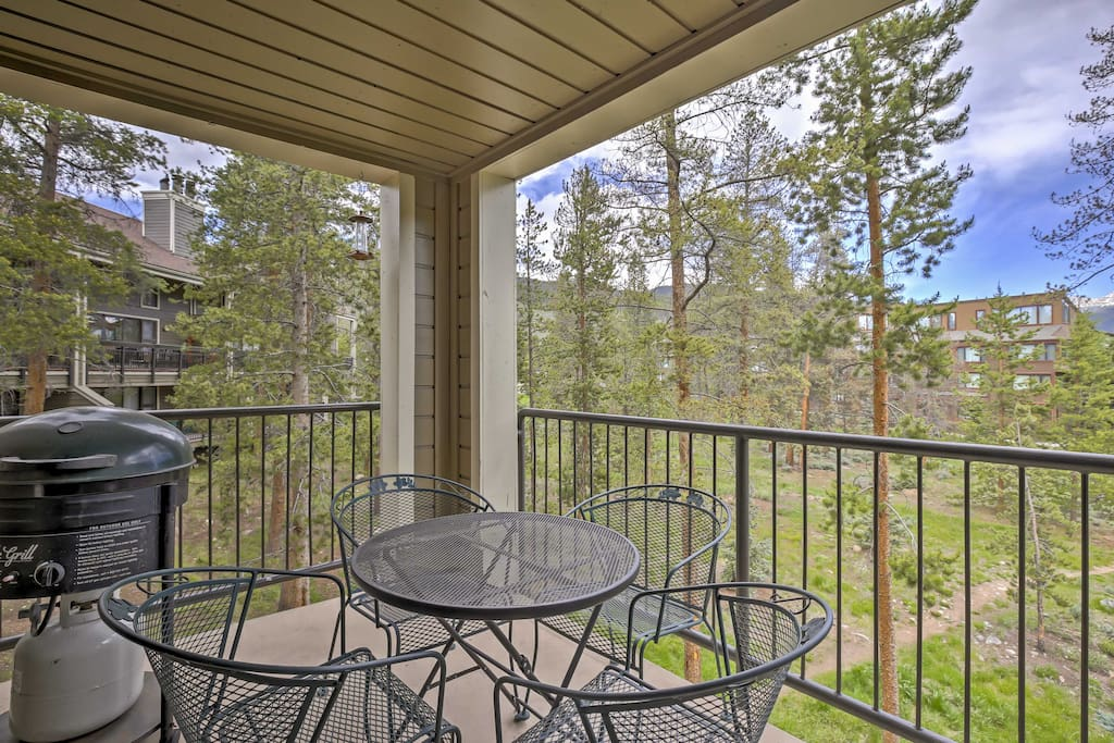 Relish in mountain views and resort amenities when you stay at this 2-bedroom, 2-bathroom vacation rental condo in Keystone!