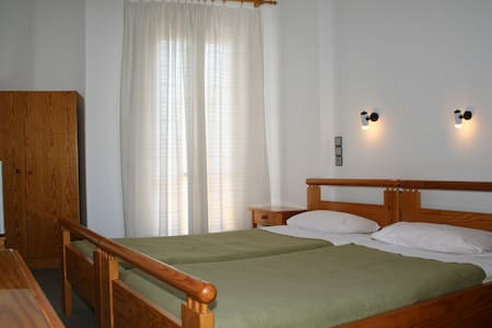 Cheap Retro Holidays in Hersonissos - Chersonisos - Bed & Breakfast