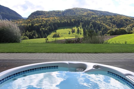 Design Studio in villa, Moutier - Bed & Breakfast