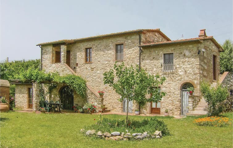 Holiday cottage with 4 bedrooms on 120 m² in Venturina Terme
