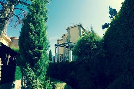 Casa en urb. privada a 5 minutos de Granada - Casa