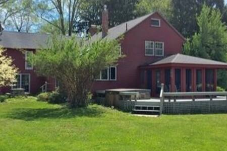 1760 colonial  home close to 5 Colleges - Leverett - Dom